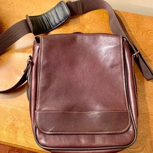 Wilson's Leather Messenger Style Bag